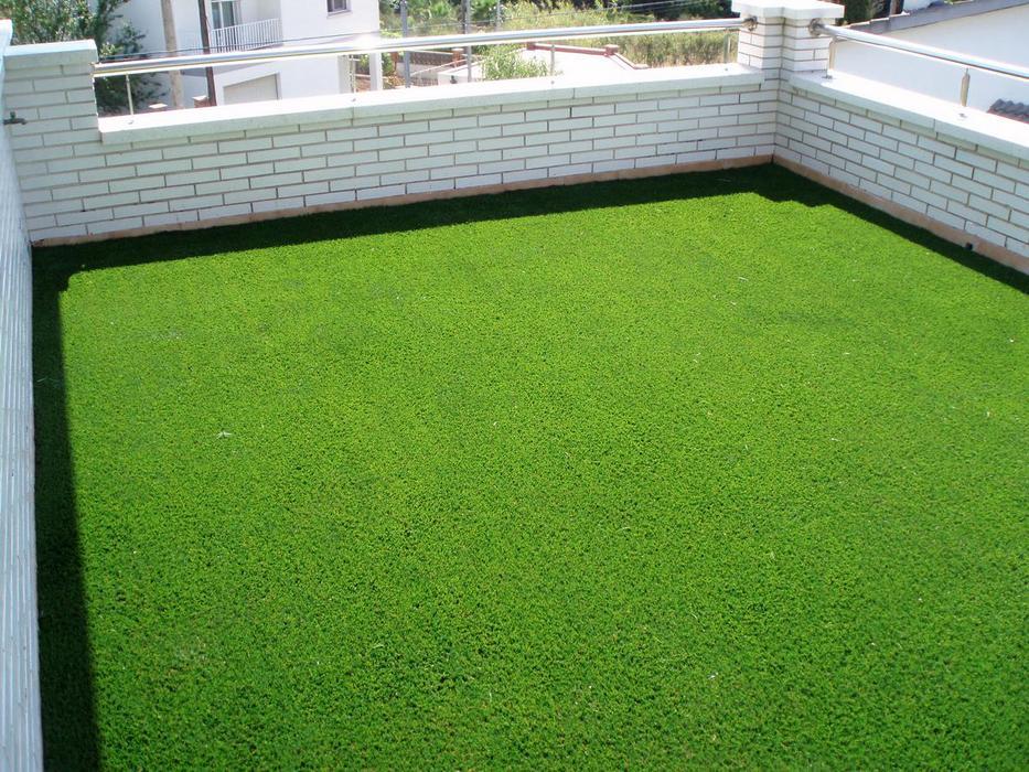 Pasto artificial para jardines for Baldosas para el jardin